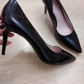 Лаковые женские туфли лодочки Next, размер 42
