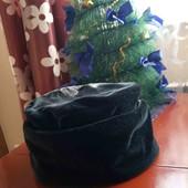 Гарна бархатна чорна шапка, стан ідеальний