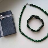 Красивый набор из натурального камня, бусы и браслет нефрит