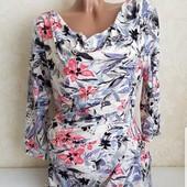 Великолепное платье выполнено в красивую цветовую гамму