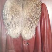 Куртка кожаная с воротником из енота,утепленная подстежка