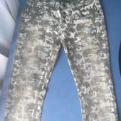 Женские джинсы скини, камуфляжный принт, на болтах, р.М