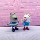 Герои из свинки пеппы, в карнавальных костюмах