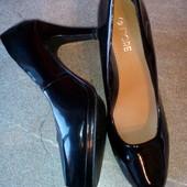 Чёрные лаковые √√ красивые туфельки Fiore √√ р.39 по бирке /маломерят.