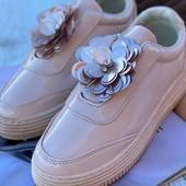 Новые удобные красивые лаковые кроссовки.Италия.Бренд Gedanni