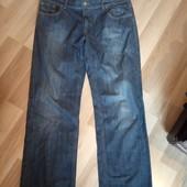 Фірменні джинси темно синього кольору в ідеальному стані