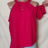 Блузочка с открытыми плечами и ассиметричным краем,s