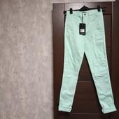 Фирменные новые красивые зауженные брючки-джинсы р.8-10 коттон полиэстер спандекс