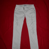 Стрейчевые стильные джинсы.размер 27.в отличном состоянии