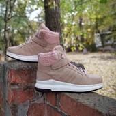 женские зимние ботиночки.