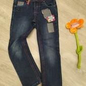 Модные джинсы на девочку ростом 104-110 см в очень хорошем состоянии