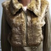 Трикотажная кофта-куртка с исск.мехом , Пог 53+, сост. новой вещи