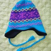 Тепла яскрава зимова шапка, утеплена флісом на 7-14 років (Америка) у відмінному стані