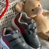 Кросівки для хлопчика дуже легкі та зручні