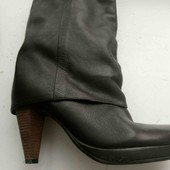 Гарні, повністю шкіряні чобітки фірми Reserved
