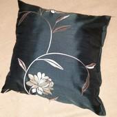 Декоративная подушка чёрный дикий шёлк с вышивкой размер 40/40 см