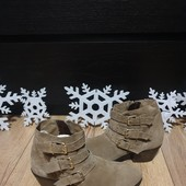 Ботинки із натуральної замші зовні і нат.шкіри всередині 37 рр і устілка 24,5 з носиком.
