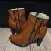 Ботинки із натуральної шкіри, повністю на хутрі 41 рр і устілка 27,5 см.