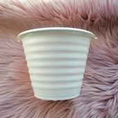 Белый ребристый горшок для цветов 1.5 литра