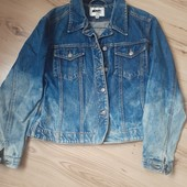 Модна джинсова курточка.