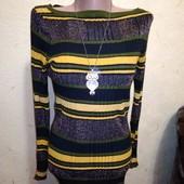 Красивый легкий свитерок с золотым люриксом 10/38 размера.