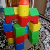 Набор детских кубиков из пластмассы.