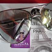 Красивые солнцезащитные очки Mannina с прозрачной линзой.