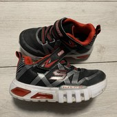 Классные кроссовки Skechers с мигалками 23 размер стелька 14,5 см.