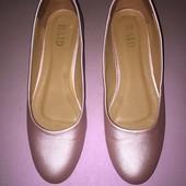 Перламутровые туфли на низком каблуке стелька 24,5 см