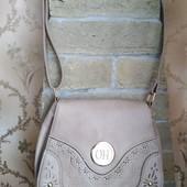 Качественная женская сумка, надежно закрывается