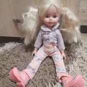 Кукла ,лялька співає ,розмовляю .