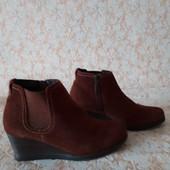 Шкіра замш добротні черевичкі бренда Medicus,p 39 ст 25.5 см,нові,сток