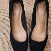 Элегантные коллекционные классические замшевые туфли . Размеры Marks& Spencer, 39 р