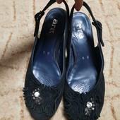Полностью натуральные туфли босоножки