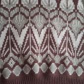 Теплый свитер в хорошем состоянии