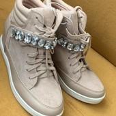 Кросівки, черевики, снікерси, розпродаж