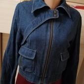 Оочень классная джинсовая куртка- бомпер на подкладе.