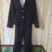 Шикарный женский костюм,двойка темно-синего цвета в идеальном состоянии.