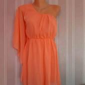 Нежно персиковый короткий сарафан с одним рукавом. платье мини италия