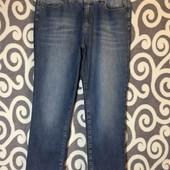 Крутые, укороченые джинсики с торочками MarcCain для пышненьких модниц . В идеальнейшем состоянии.