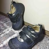 12.5 см Полностью кожа. Идеальные для первой обуви кросовки, кеды.