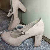 24 см. Состояние новых. Нежные, бледно розовые туфли.