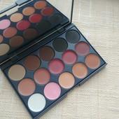 Профессиональная палитра для макияжа 15 цветов)консилер+тени+блеск для губ