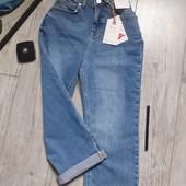 Стрейчевые джинсы 3/4 с потертостями