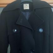 Качественное демисезонное пальто миди.
