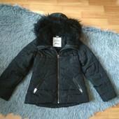 Воздушная детская курточка на рост 122-128, с бантиком на кармане.