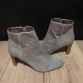 Ботинки із натуральної замші зовні і нат.шкіри всередині 38 рр і устілка 25 см з носиком. Новинка.
