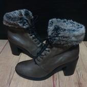 Ботинки із натуральної шкіри зовні і всередині 40 рр і устілка 26,5 см.