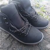 новые мужские ботинки утеплены флисом.40р(27см)