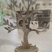 Деревцо коричневое! Очень красивое:)
